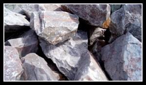 kamień łamany różowy